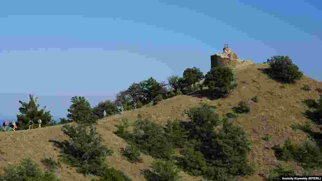 Чобан-Куле – головна визначна пам'ятка тутешніх місць