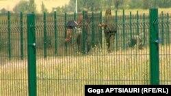 Представитель информационно-аналитического департамента МВД сообщил, что на сегодняшний день огорожены 30 из 350 км административной границы с Южной Осетией