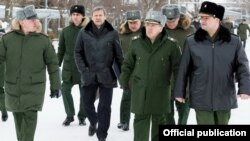 Armenia - Russia's First Deputy Defense Minister Ruslan Tsalikov (second from right) visits a Russian military base in Gyumri, 28Jan2017.