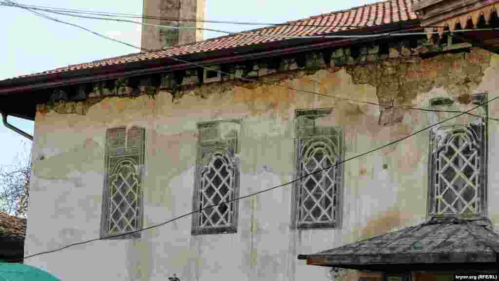 Корпус здания, в котором расположена мечеть дворца, нуждается в срочном ремонте