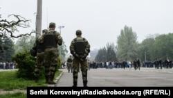 Правоохоронці спостерігають за порядком на мітингу на Куликовому полі, Одеса, 2 травня 2015 року