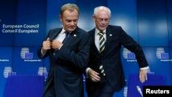 Еуропа кеңесінің жаңа төрағасы Дональд Туск (сол жақта) пен бұрынғы төраға Херман Ван Ромпей. Брюссель, 30 тамыз 2014 жыл.
