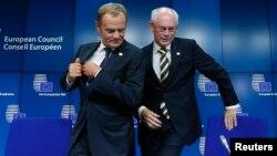 Новоизбраниот и актуелниот претседател на Европскиот совет, Доналд Туск и Херман ван Ромпуј.