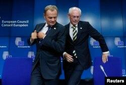 Экс-премьер Польши Дональд Туск, утвержденный главой Европейского совета (слева), и его предшественник на этом посту Херман ван Ромпей