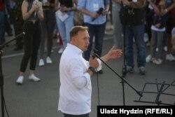 Андрэй Дзьмітрыеў на пікеце ў Стоўпцах
