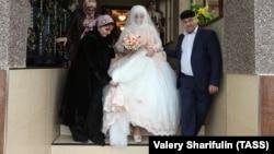 Невесту готовят к свадьбе. Чечня, Грозный, ноябрь 2016 года. Иллюстрационное фото