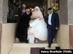 There have been reports of some Chechen LBT women being married off by their parents as quickly as possible. (illustrative photo)