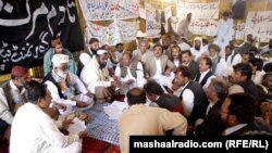 د بلوچستان له ۳۰ ضلعو راغلي استادان د نه خوړلو په کیمپ کې.