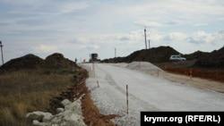 Строительство автотрассы «Таврида» в районе Белогорска, октябрь 2017 года