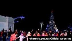 Орусия басып алган Крымдын Черноморское шаарчасындагы балаты майрамы, 25-декабрь, 2015-жыл.