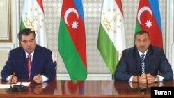 президенты Таджикистана и Азербайджана Эмомали Рахмон и Ильхам Алиев в Баку, 2007 год