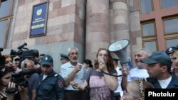 Armenia - Workers of the Nairit chemical plant are holding a demonstration outside the prime minister's office, Yerevan, 16Jul2015.