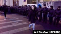 Сотни солдат внутренних войск на Новой площади в Москве