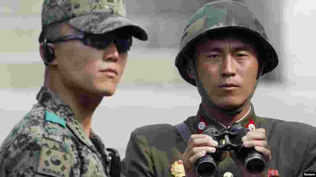 Солтүстік Корея армиясының сарбаздары.