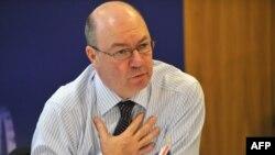 اَلیستـِر برت، مقام وزارت خارجه بریتانیا با مسئولیتهای ویژهای در امور خاورمیانه.