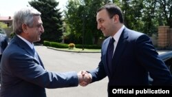 Armenia - President Serzh Sarkisian (L) meets with Georgian Prime Minister Irakli Gharibashvili, Yerevan, 22Aug2014.