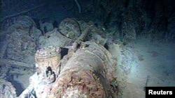 "Atlantika okeanynyň düýbünde ýatan ""Titanik"" gämisiniň galyndylary. 7-nji awgust,1998."