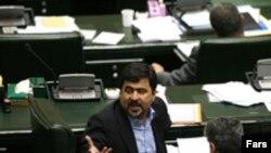 رسانه های اصولگرا مدعی شدند که سخنگوی فراکسیون اقلیت مجلس به دلیل ترس از برخورد نیروهای امنیتی، به ایران باز نخواهد گشت. ( عکس: فارس)