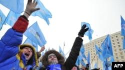 Сторонники Партии Регионов празднуют победу их лидера Виктора Януковича в первом туре президентских выборов. Киев, 18 января 2010 года.
