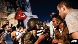Sukob pučista i civila, Istanbul, 16. juli 2016.
