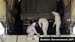 Русия товари цели камиони на военните самолети, с които изпраща хуманитарна помощ до редица страни