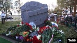 Ռուսաստան - Բորիս Նեմցովի հուշարձանը Տրոեկուրովսկի գերեզմանոցում, Մոսկվա, 9-ը հոկտեմբերի, 2015թ․