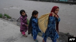 Arxiv fotosu: Pakistana sığınmış əfqan qaçqın uşaqlar. 2 aprel 2015