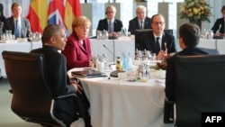 نشست باراک اوباما (نفر اول از چپ) با رهبران اروپایی در برلین.