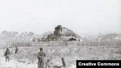 Дворец Хафизуллы Амина в Кабуле, со штурма которого началась советская военная кампания в Афганистане. 1979 год. В штурме участвовал нелегально находившийся в этой стране «мусульманский батальон», укомплектованный в основном этническими узбеками, таджиками и туркменами из СССР.