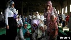 Majke, sestre i rođake žrtava, Potočari, Srebrenica, 10. jul 2016.