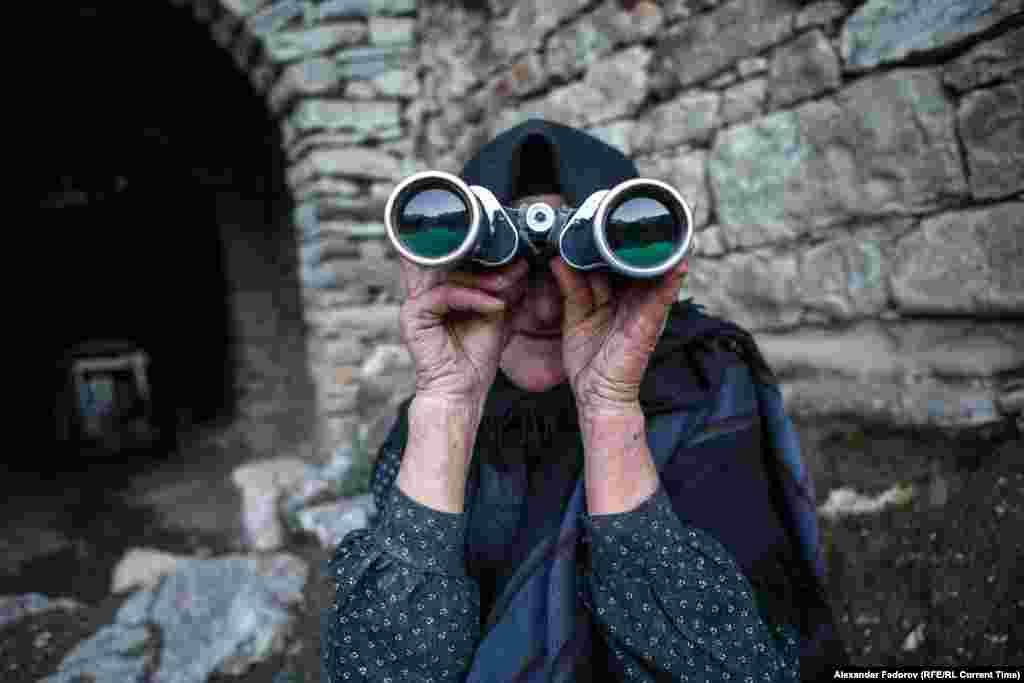 Жители из соседних деревень о Патимат знают и по возможности стараются ей помогать.