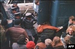 Разгон студенческой демонстрации в 1988 году, в 7-ю годовщину введения военного положения
