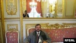 Аўтар у залі для адпачынку парлямэнту Францыі