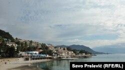 Pogled na obalu Herceg Novog, koji će 9. maja biti mjesto još jednog izbornog odmjeravanja političkih snaga u Crnoj Gori.