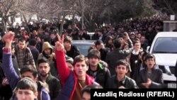 Протест студентов перед университетом, 20 февраля 2014