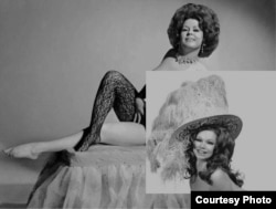 Стриптизерша в шляпе и в возрате, США, 60-е годы прошлого века. Фото из архива Али Хамраева
