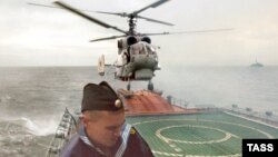A helicopter lands on a Russian frigate in the Baltic Sea. (file photo)