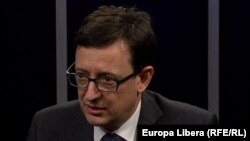 Octavian Armașu la o dezbatere în studioul Europei Libere la Chișinău