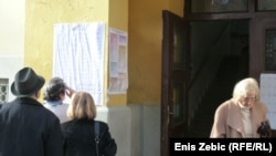 Glasači na jednom od biraških mjesta u Zagrebu - iz arhive