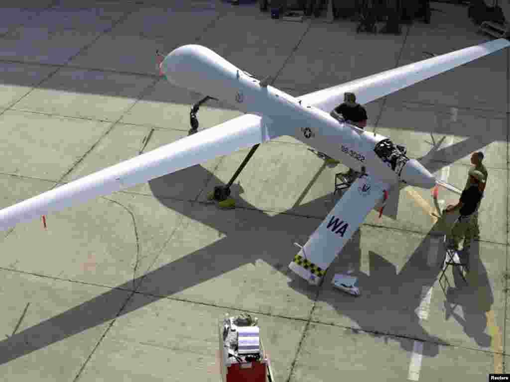 Американські безпілотні літаки розпочали бойові дії у повітряному просторі Лівії, 22 квітня. Використання безпілотних літаків Predator, озброєних ракетами Hellfire, схвалив президент Барак Обама. Photo by REUTERS