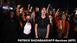 "Performans aktivistkinja ""Silovatelj si ti"" u Bejrutu tokom protesta"