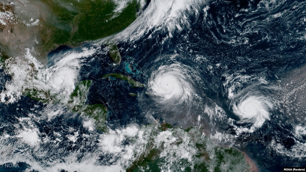 ایرما و طوفان خوزه (در سمت راست) در تصویر ماهوارهای از هفتم سپتامبر