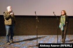 Режиссер документального кино Александр Головинский и Асия Байгожина, режиссер фильма «В поисках веры». Алматы, 29 марта 2017 года.