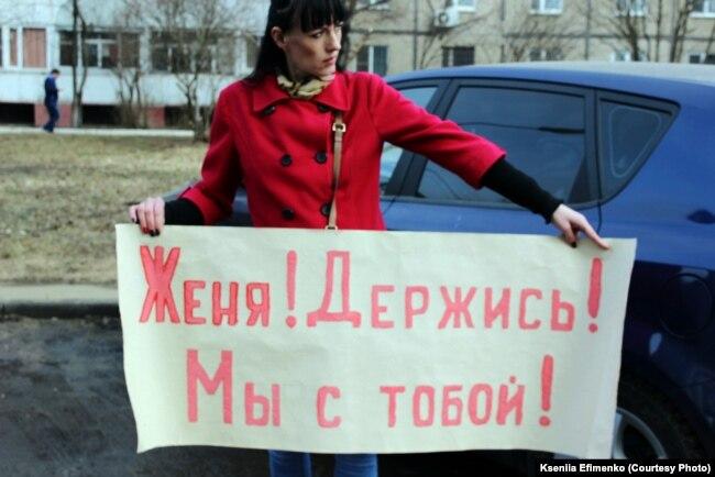Русская девочка показывает писю перед камерой фото 613-174