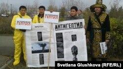 """Активисты движения """"Антигептил"""". Астана, 19 октября 2013 года."""