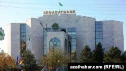 """Aşgabatdaky """"Senagatbank"""" (Illýustrasiýa suraty)"""