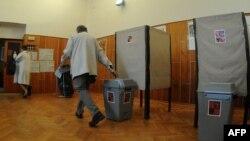 """На снимке: один из избирательных участков в день парламентских выборов в Чехии. Октябрь 2010 года. Именно в 2010 году был начат проект """"Школьные выборы"""""""
