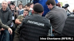 Moscow Police Disperse Anti-Kremlin Rally