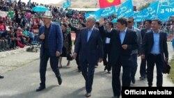 """""""Бир Бол"""" партиясынын мүчөлөрү Нарын шаарында"""