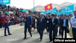 Campaigning Kyrgyz parties, in this case Bir Bol, favor light blue and red in their banners.